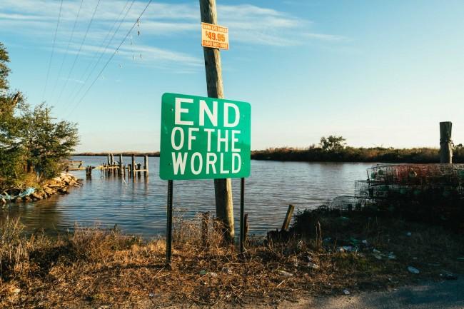 "Fig. 3: Señal del ""Fin del mundo"", carretera de Delacroix, LA, 2014."