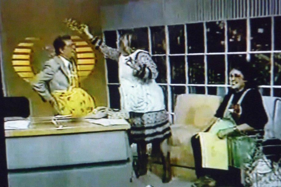 Mónica Mayer y Maris Bustamante, Madres por un día, en Nuestro Mundo, programa de televisión de Guillermo Ochoa, Canl Televisa 2, 1987.