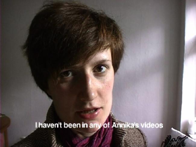 Annika Ström, Vatt på Video / Been in Video, 2002, DVD, 2 min. Fotogramas de video. Cortesía del artista.