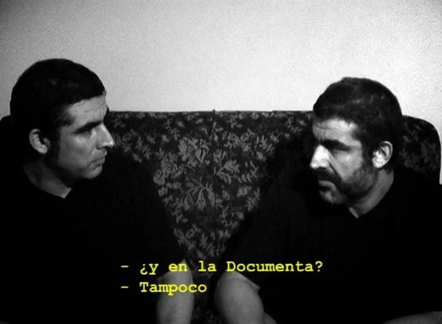 Lázaro Saavedra, 'Relaciones profesionales', 2008, DVD, vídeo proyección, 44 s. Fotogramas de video.