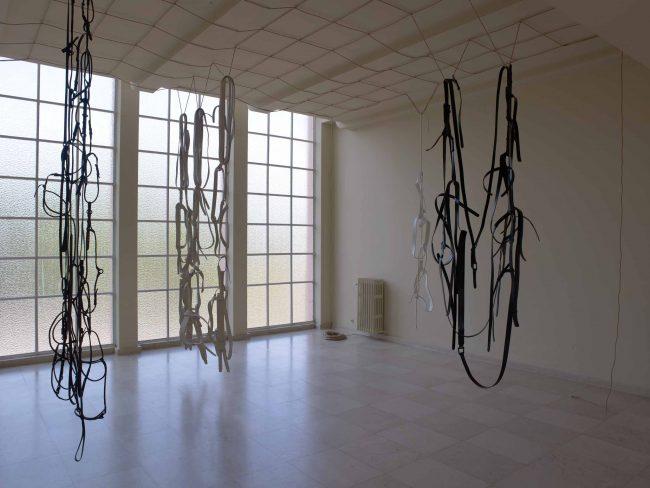 """Vistas de instalación, Leonor Antunes """"Villa: How to Use"""", Serralves Villa, Porto, del 15 JUL 2011 al 02 OCT 2011."""