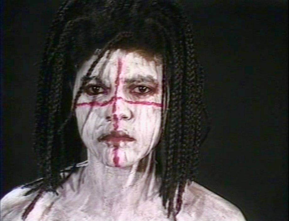 Rito de iniciación, baño sagrado, 1991, video still.
