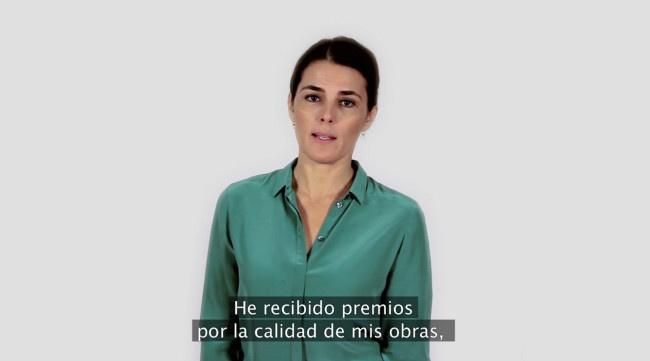 Raquel Friera, El arte de vender, 2012, vídeo instalación: TV de plasma, vídeo color, subtítulos en español, 6 min., dimensiones variables. Fotogramas de video. Imagen cortesía de la artista.