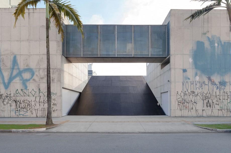 Ricardo Alcaide, Informal Order, 2016, Contrachapado revestido,Dimensiones variables, Vista de la instalación, Fotografía Filipe Berndt.