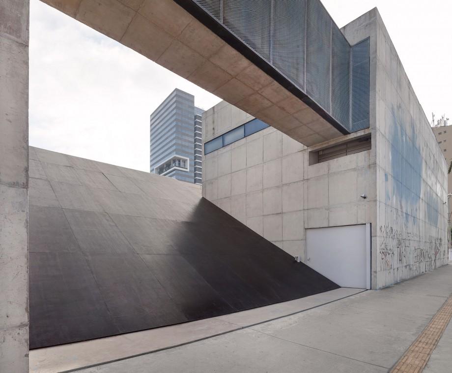 Ricardo Alcaide, Informal Order, 2016, Contrachapado revestido, Dimensiones variables, Vista de la instalación, Fotografía Filipe Berndt.