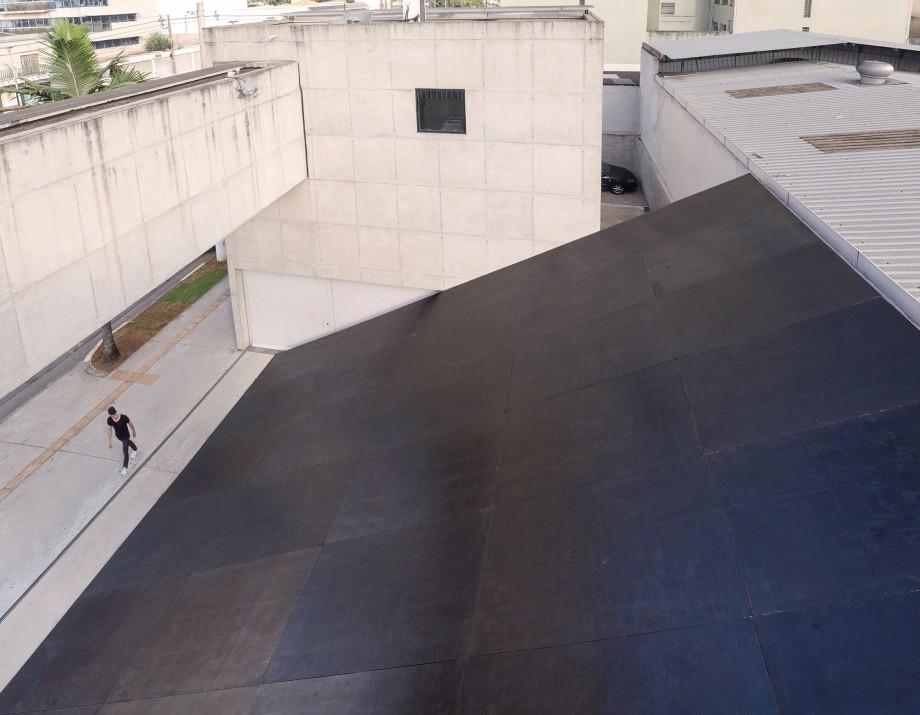 Ricardo Alcaide, Informal Order, 2016, Contrachapado revestido, Dimensiones variables, Vista de la instalación desde arriba, Fotografía Filipe Berndt.