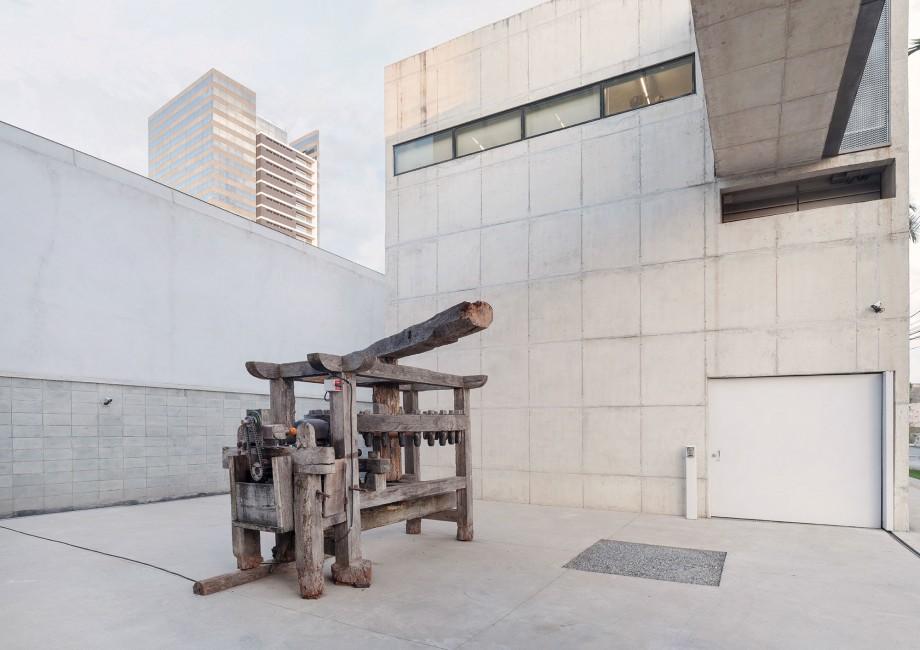 Beto Shwafaty, Phantom Matrix, Old Structures, New Glories, 2016, Mixed media, Fase 1, Vista de la instalación desde arriba, Fotografía Filipe Berndt.